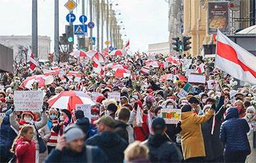 В Минске проходит Марш Мудрости (Онлайн)