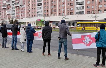 Улица Маяковского в Минске вышла на акцию солидарности