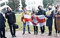 Студенты БГУ на акции протеста поют песню «Воины Света»