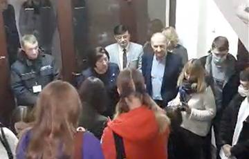 Протестующие студенты МГЛУ заставили ректора пойти на переговоры