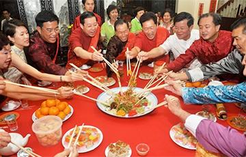Китаец сбежал со свидания, на которое пришли 23 родственника девушки