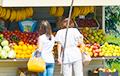 С улиц Минска снова хотят убрать лотки с фруктами и овощами