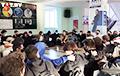 Студэнты БДУІР праводзяць «сядзячую» акцыю пратэсту