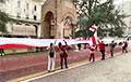 Белорусы Падуи вышли на Марш солидарности с гигантским флагом