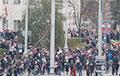 В районе площади Свободы протестующие вышли на проезжую часть