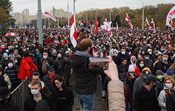 Відэафакт: Гіганцкая калона на Багдановіча