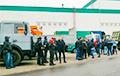 Бастующие работники МТЗ и МЗКТ собираются на проходной