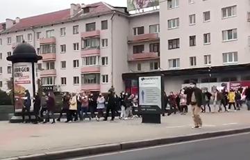 Минские студенты идут маршем в центр города