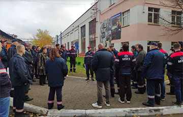 Employees Of Minsk Motor Plant joined the strike
