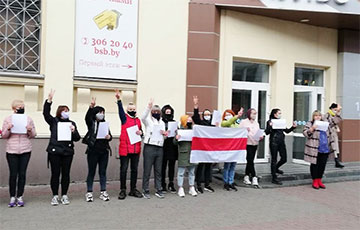The Shopping Center Impulse in Minsk Took Part in an Action of Solidarity With the Striking Workers
