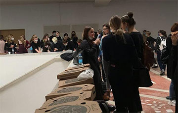 Belarusian Medics Sent Pizzas To Striking Students