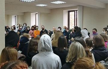 В МГЛУ проходит массовая встреча студентов и преподавателей
