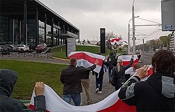 В Минске офисные работники вышли в поддержку студентов, медиков и рабочих