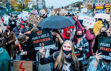Около 80 тысяч человек протестовали в Варшаве против запрета абортов