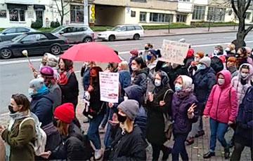 Ля кінатэатра «Беларусь» стартаваў Жаночы марш салідарнасці са страйкоўцамі