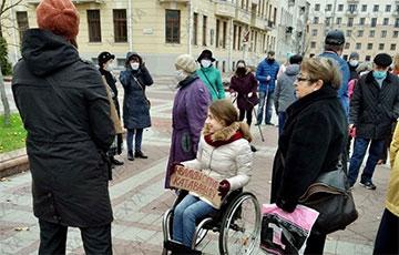 Люди с инвалидностью вышли на площадь Независимости в Минске