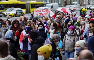 Жаночы марш у падтрымку страйкоўцаў у моцных фота