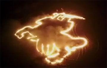 У Кобрыне з'явілася велізарная вогненная «Пагоня»