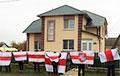 Жители Сморгони с самого утра вышли на акцию возле дома главы райисполкома