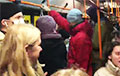 Белорусы в автобусе скандируют «Жыве Беларусь!»