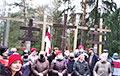 Белорусы в Куропатах поют «Магутны Божа»