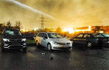 В Гродно мужчина разбил битой пять автомобилей возле РУВД