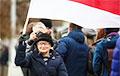 Как участники Марша приветствовали Нину Багинскую