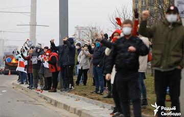 Акция памяти проходит в Минске на улице Притыцкого: фоторепораж