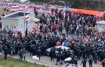 Фашисты Лукашенко громят мемориал Романа Бондаренко