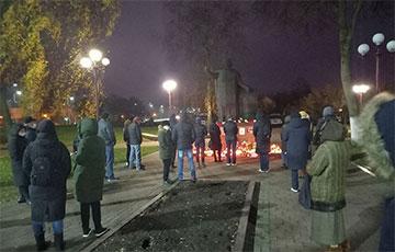 Лидчане начинают собираться у памятника Франциска Скорины