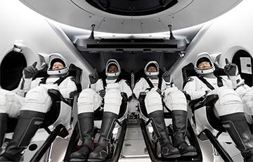 SpaceX совершила второй пилотируемый запуск к МКС