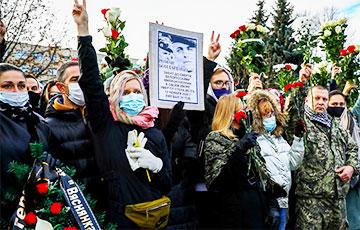 Thousands Of Belarusians Bade Farewell To Raman Bandarenka