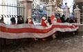 Белорусы Москвы вышли на акцию солидарности к посольству