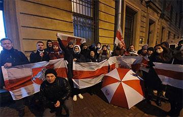 Белорусы Санкт-Петербурга: Держим протест с 14:00 и до вечера!