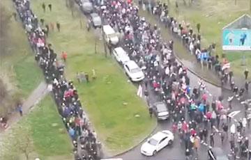 Еще одна колонна протестующих в Минске вышла на проезжую часть