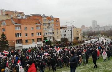 «Пошел вон, ты и твой ОМОН»: тысячи протестующих в Минске
