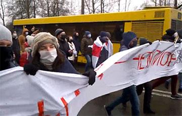 «Народ — чемпион»: спортсмены вышли поддержать протестующих