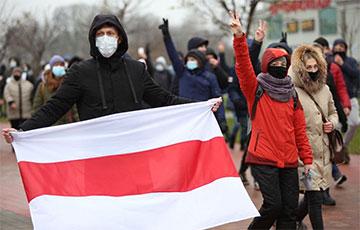 «Пора менять лысую резину!»: Минские партизаны вышли на улицы