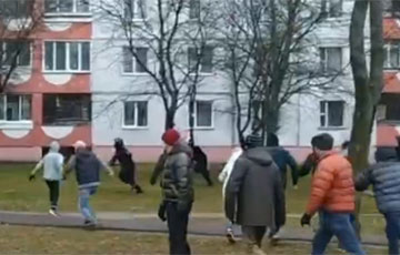 Protesters In Minsk Put Riot Police To Flight