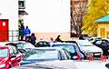В Малиновке пациенты стоят на улице в очереди к врачу