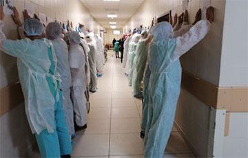Видеофакт: Минские медики провели сильную акцию в поддержку коллеги
