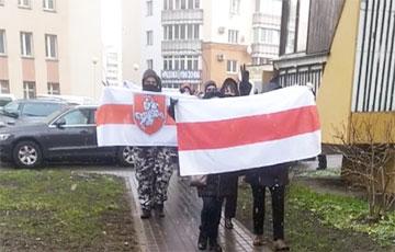 Жители улицы Гвардейской в Минске уже вышли