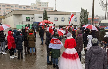 По всему Минску формируются колонны протестующих