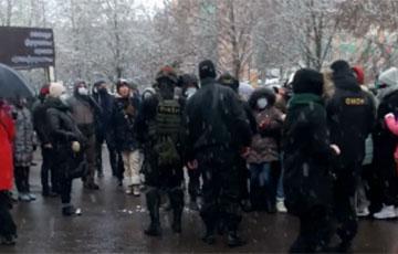 В одном из минских районов протестующие прогнали карателей