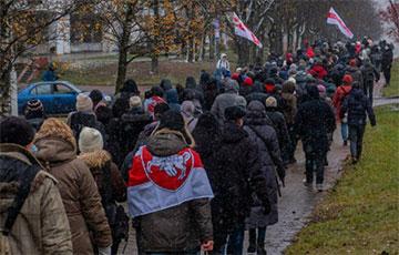В некоторых районах Минска колонны достигали огромных размеров