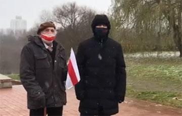 83-летний активист Ян Гриб поет «Погоню» перед Маршем
