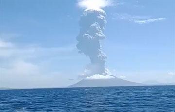 В Индонезии началось извержение вулкана