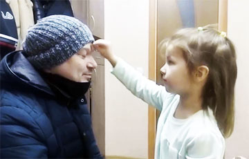 Young Belarusian Gives Blessing To Her Father To Go To March: Touching Video