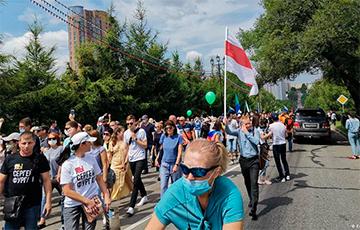Бело-красно-белый флаг в Хабаровске: перекличка солидарности