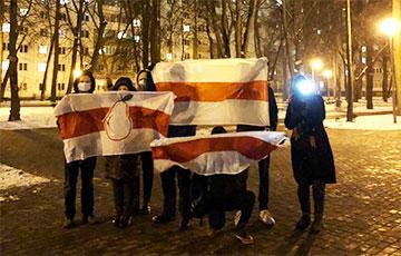 «Держаться вместе до победы!»: минская Грушевка вышла на акцию